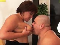 Een Italiaanse vrouw droomt van lekkere sex en opeens staat er een man naast haar.